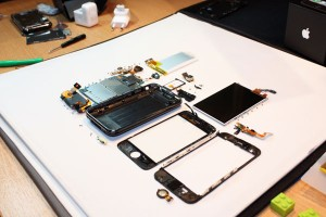 iphone-3g-s-fully-disassembled1
