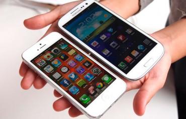 galaxys4-vs-iphone5